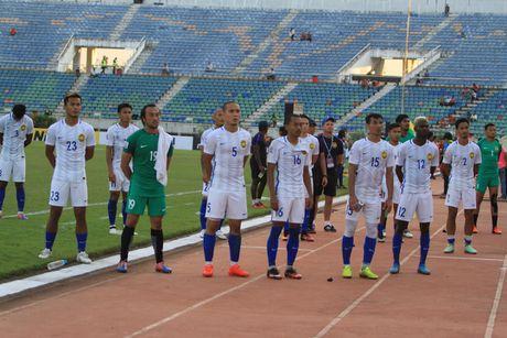 HLV Malaysia 'tang boc' thay tro Huu Thang - Anh 3