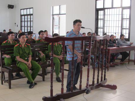 Nguyen pho chanh van phong huyen uy lanh 12 nam tu vi lua dao - Anh 1
