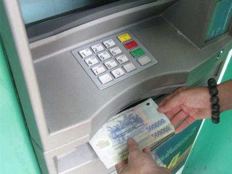 Bong nhien 'bay mat' 100 trieu du the ATM van trong bop - Anh 1