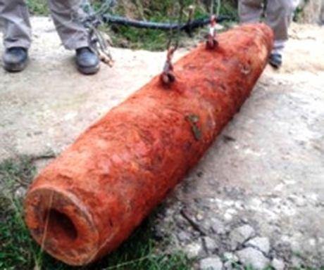 Quang Tri: Phat hien va xu ly thanh cong qua bom nang hon 265 kg - Anh 1