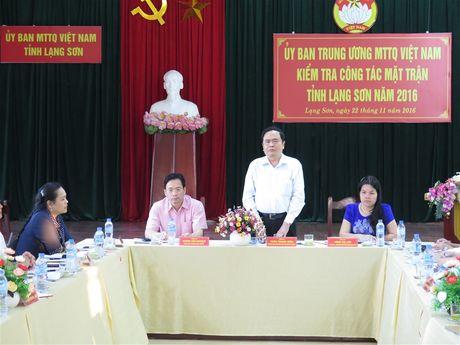 BAN TIN MAT TRAN: Van dong nhan dan vung giap bien su dung hang Viet - Anh 1