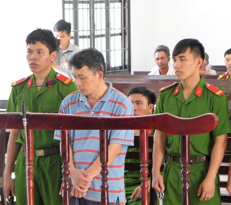 Nguyen can bo huyen uy lua gan 600 trieu dong lanh 12 nam tu - Anh 1