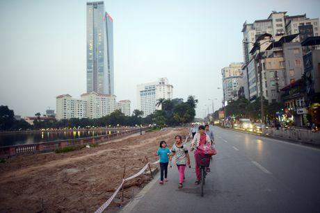 Chan mot chieu duong Kim Ma thi cong Metro - Anh 10