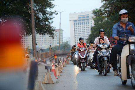 Chan mot chieu duong Kim Ma thi cong Metro - Anh 12