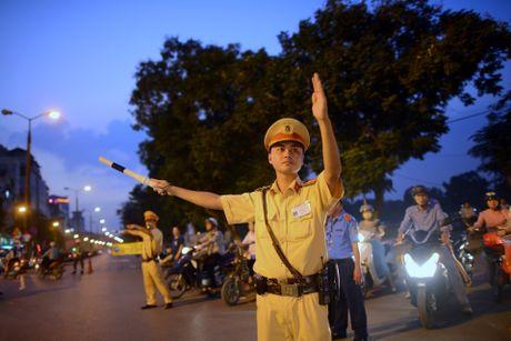 Chan mot chieu duong Kim Ma thi cong Metro - Anh 15