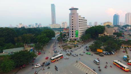 Chan mot chieu duong Kim Ma thi cong Metro - Anh 2