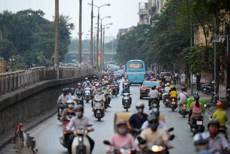 Chan mot chieu duong Kim Ma thi cong Metro - Anh 4