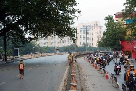 Chan mot chieu duong Kim Ma thi cong Metro - Anh 6