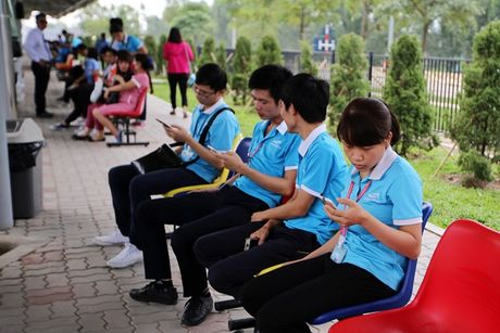Bao Nhat: Samsung o Bac Ninh diu hiu sau su co Note 7 - Anh 2