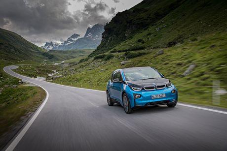 BMW ban duoc 100.000 chiec 'xe xanh' - Anh 1