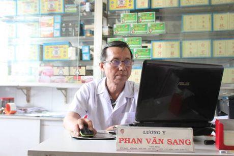 Vi Luong Y voi hon 40 nam cuu nguoi mac benh soi. - Anh 2