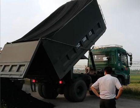 Con do hung han chong doi can tai trong xe tai Hai Duong - Anh 1