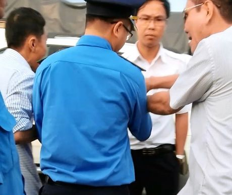 Con do hung han chong doi can tai trong xe tai Hai Duong - Anh 2