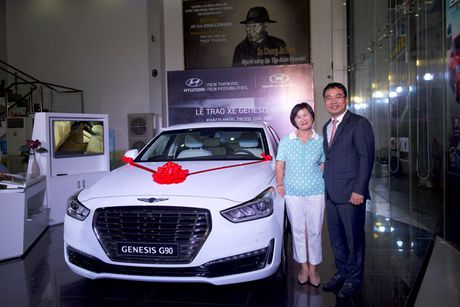 'An' Hole in One, nu golf thu gan 60 tuoi nhan them 'xe' sang Genesis G90 - Anh 1