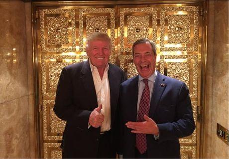 Nu Thu tuong Anh Theresa May tu choi trao 'can than' cho tan Tong thong Donald Trump - Anh 1