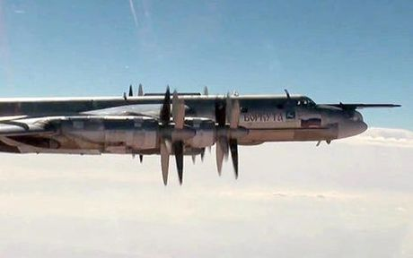Oanh tac co Tu-95MS phong ten lua hanh trinh Kh-101 diet IS o Syria - Anh 1