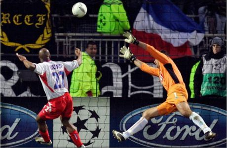 Top 5 tran dau nhieu ban thang nhat tai Champions League - Anh 8