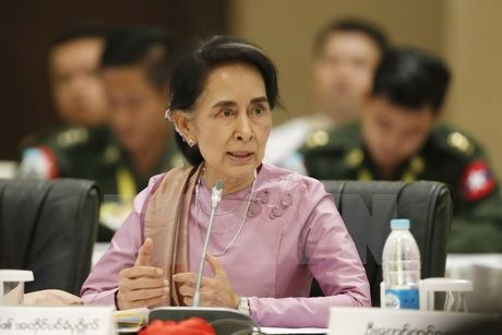 Ba Suu Kyi thuc giuc cac nhom vu trang ky thoa thuan ngung ban - Anh 1