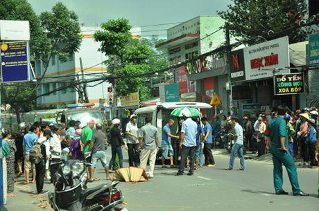 3 xe buyt tong nhau, hon 100 hanh khach khoc thet - Anh 3