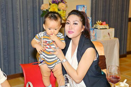 Phi Thanh Van lan dau xuat hien sau khi bi dot quy - Anh 3