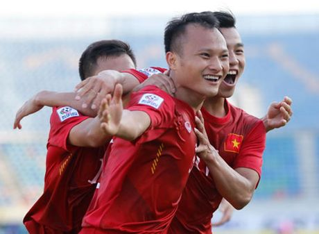 Tin tuc AFF Cup (24.11): Cong Phuong qua kem, DT Viet Nam co 50.000 USD - Anh 1