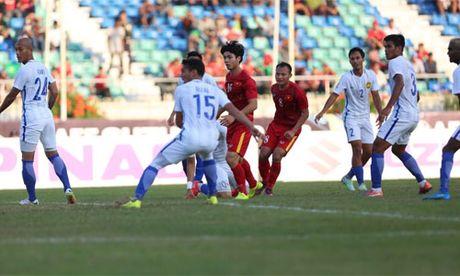 HLV Malaysia dua DT Viet Nam len may sau that bai - Anh 1