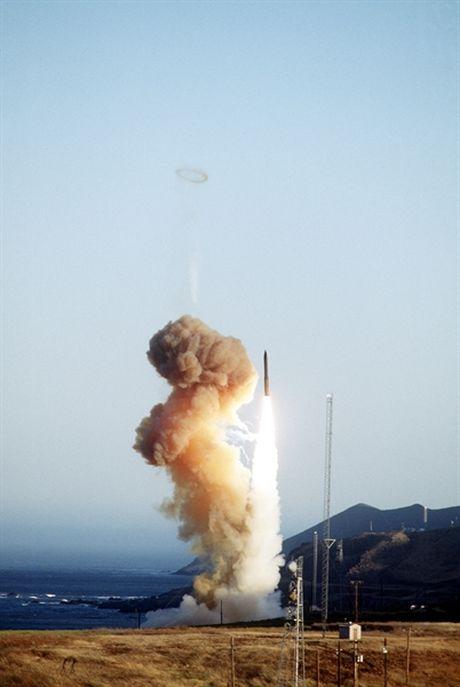 Vi sao ten lua Minuteman III My kho danh chan 'khung khiep'? - Anh 6