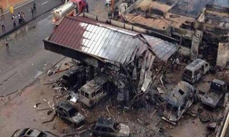 Danh bom kinh hoang o Iraq, hon 110 nguoi thuong vong - Anh 1
