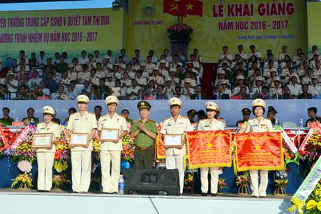 Truong Trung cap Canh sat Nhan dan V khai giang nam hoc moi - Anh 1