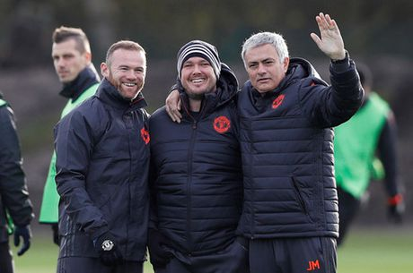 Mourinho: 'Chac chan Messi se khong den M.U' - Anh 2
