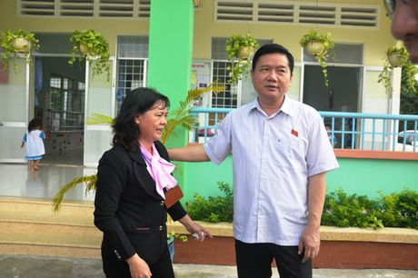 Den truong mam non, Bi thu Dinh La Thang hat cung cac be - Anh 2