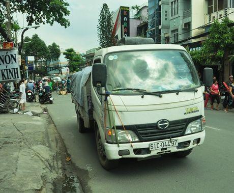Xe tai can chet nguoi tren duong Thong Nhat, Go Vap - Anh 2