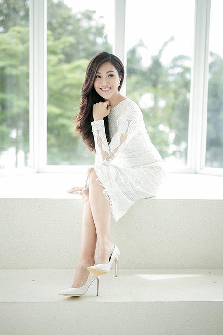 Dieu Ngoc lam viec suot 16 tieng truoc khi len duong thi Miss World - Anh 1