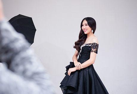 Dieu Ngoc lam viec suot 16 tieng truoc khi len duong thi Miss World - Anh 4