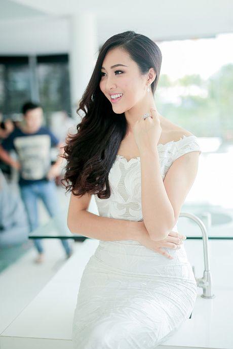 Dieu Ngoc lam viec suot 16 tieng truoc khi len duong thi Miss World - Anh 6