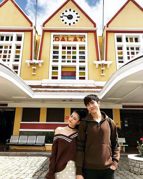 Sao Viet 24/11: Thanh Duy chup anh bang... chan, Chi Pu chuan bi gap SNSD - Anh 7