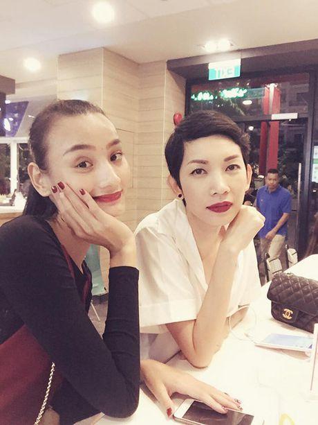 Sao Viet 24/11: Thanh Duy chup anh bang... chan, Chi Pu chuan bi gap SNSD - Anh 8