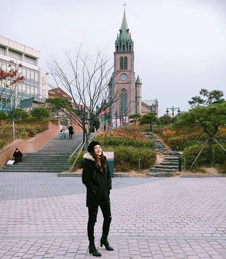 Sao Viet 24/11: Thanh Duy chup anh bang... chan, Chi Pu chuan bi gap SNSD - Anh 9