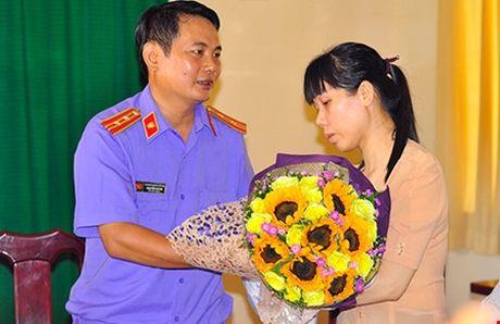 Cach chuc pho truong cong an huyen bat nguoi chong 'cat tac' - Anh 1