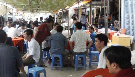 Trung ta Campuchia ban chet nguoi bi de nghi truy to - Anh 2
