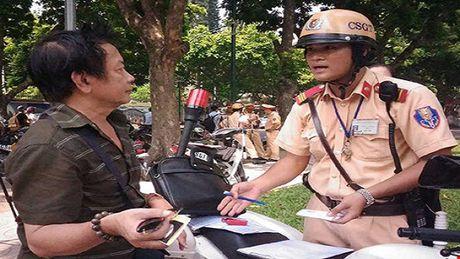 Phi sang ten chinh chu xe may khong tim duoc chu cu nhu the nao? - Anh 1