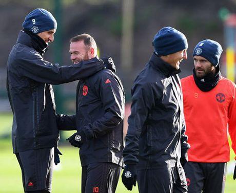 Mourinho: Xay de che MU, can thoi gian nhu Sir Alex - Anh 2