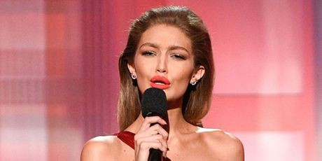 Sieu mau Gigi Hadid xin loi de nhat phu nhan My Melania Trump sau khi nhai giong - Anh 2
