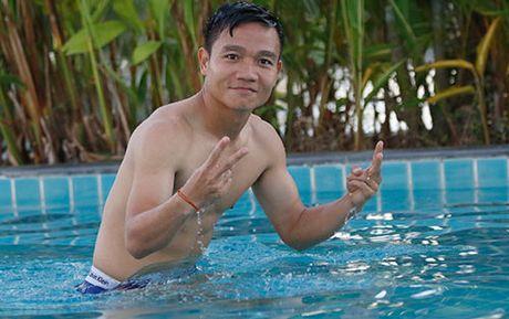 Cong Vinh lai lo hinh xam doc tren co the cuong trang - Anh 13