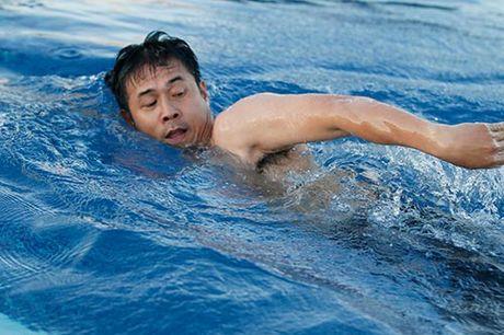 Cong Vinh lai lo hinh xam doc tren co the cuong trang - Anh 2