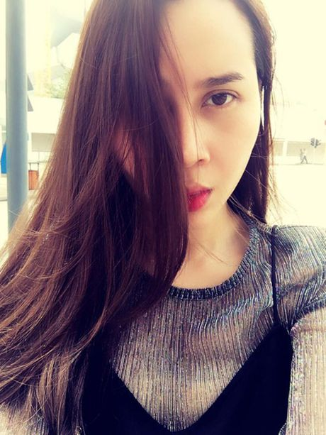 Tin giai tri ngay 24/11: Ky Han sinh con trai; Luu Huong Giang sua mat - Anh 3