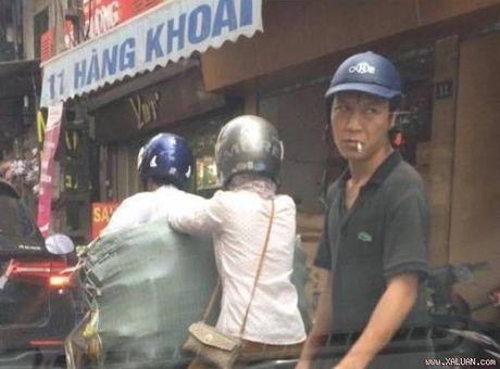 Dung dung nhin ga dan ong moc vi giua pho Ha Noi - Anh 1