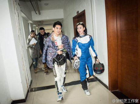 Truong Ba Chi cung Lam Chi Dinh manh me trong trang phuc dua xe - Anh 4