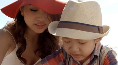 MV cam dong cua Van Hugo, Ho Ngoc Ha mac quan sieu ngan song ca voi Tran Thanh - Anh 1