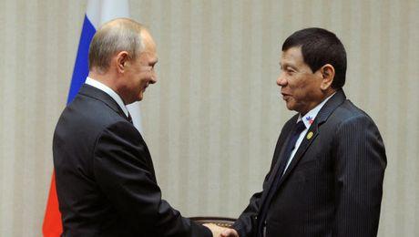 Rodrigo Duterte: My dung ban sung, Putin lap tuc moi Philippines mua vu khi - Anh 1